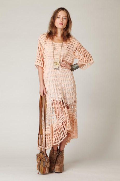 Вязаное платье бохо с ботильонами