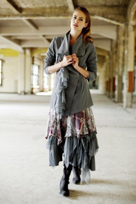 Многослойное платье бохо с однотонным кардиганом