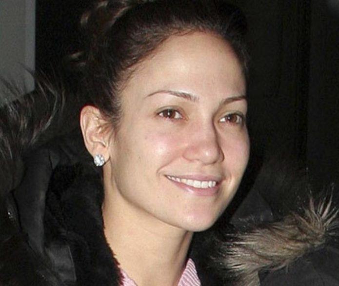 Дженнифер Лопес в дубленке