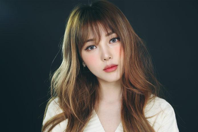 Корейский макияж для русоволосой девушки