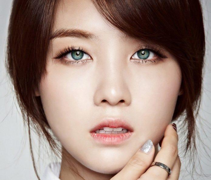 Корейский макияж с подчеркиванием бровей