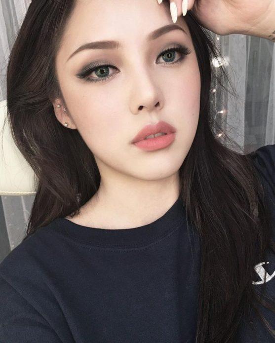 Корейский макияж с нежными румянами