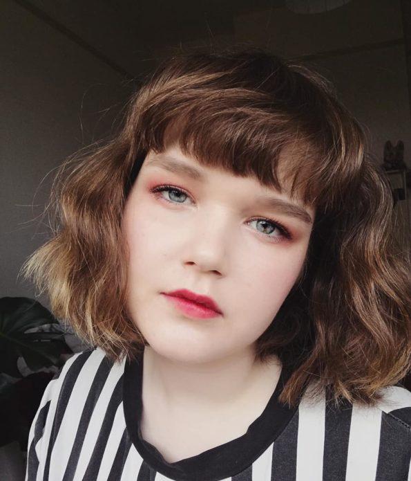 Корейский макияж со светло-розовыми тенями и акцентом на губы