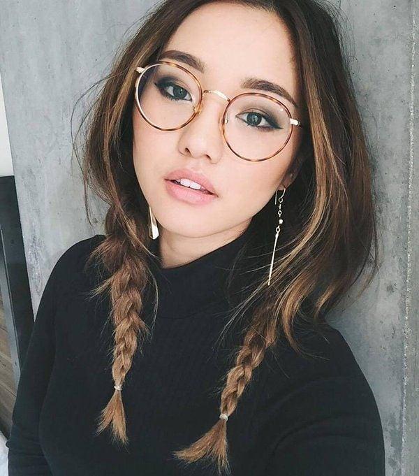 Корейский макияж с акцентом на середине губ