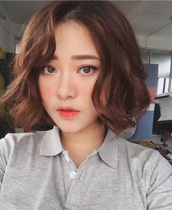 Корейский макияж с эффектом слегка размазанного покрытия губ