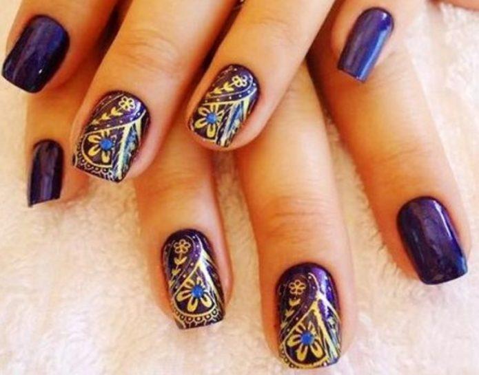 Сине-золотой маникюр с турецким орнаментом