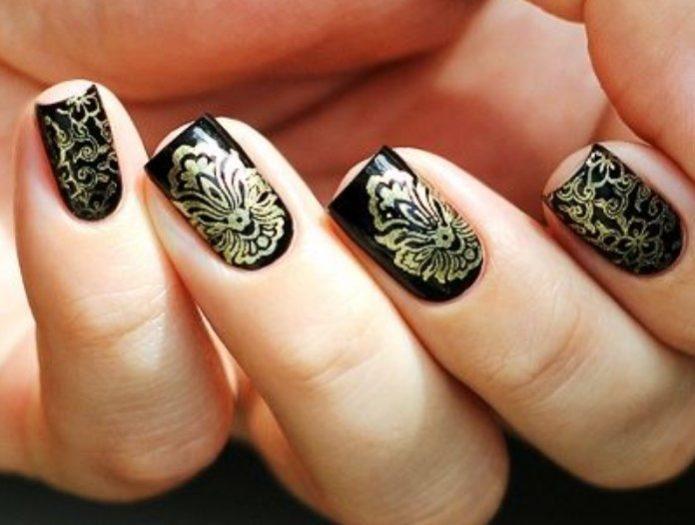 Черно-золотой маникюр с турецким орнаментом