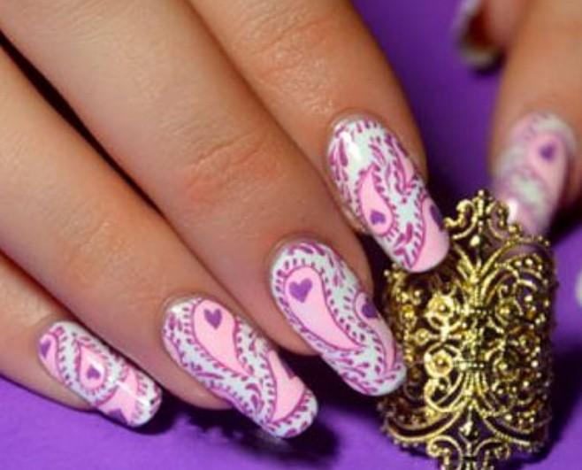 Бело-розово-лиловый маникюр с турецким орнаментом