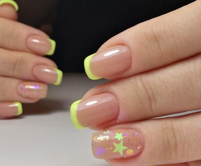 Маникюр камифубуки с салатовыми концами ногтей