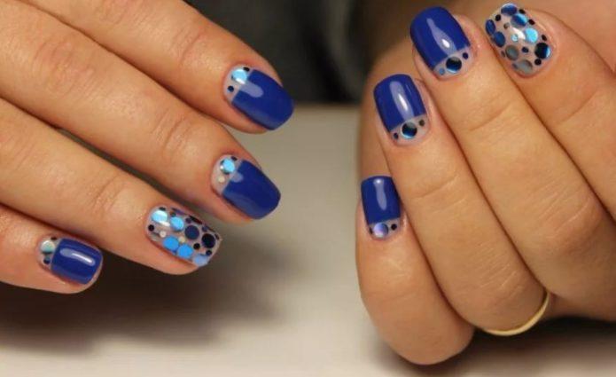 Синий маникюр камифубуки с прозрачными и нежно-голубыми элементами