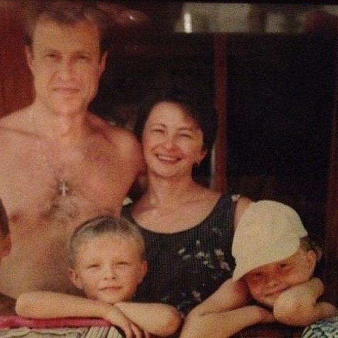 Егор Крид в детстве с семьёй