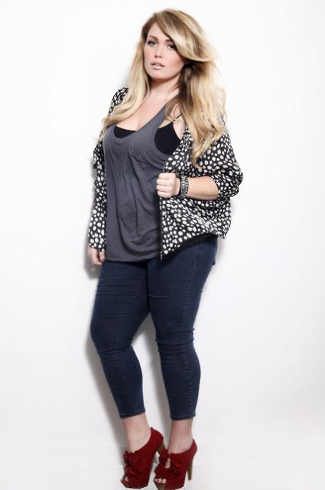 Темные укороченные джинсы для полных женщин