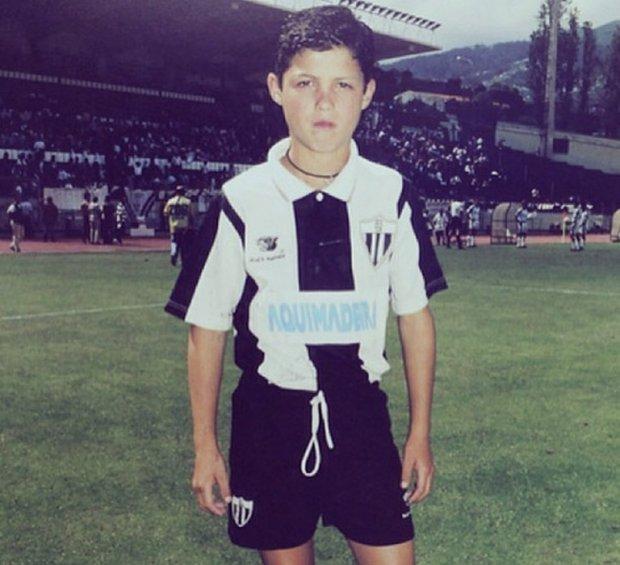 Маленький Роналду в футбольной форме