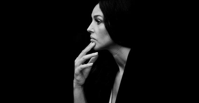 Моника Белуччи в профиль
