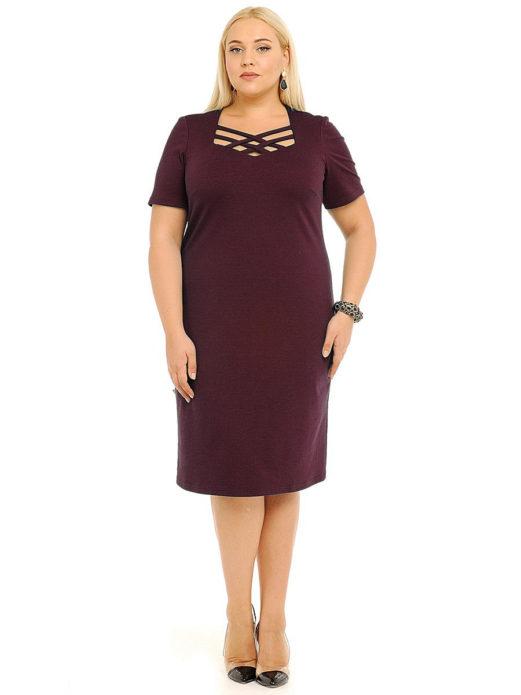 Бордовое платье-футляр для полной женщины
