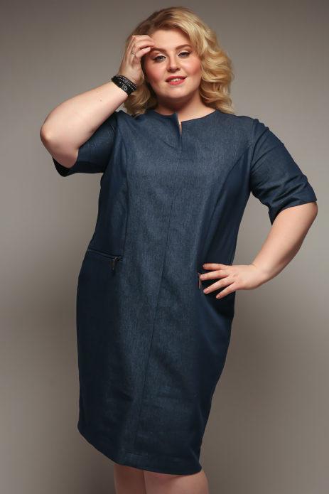 Темно-синее платье-футляр для полной женщины
