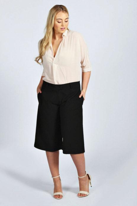 Черные офисные шорты для полной женщины