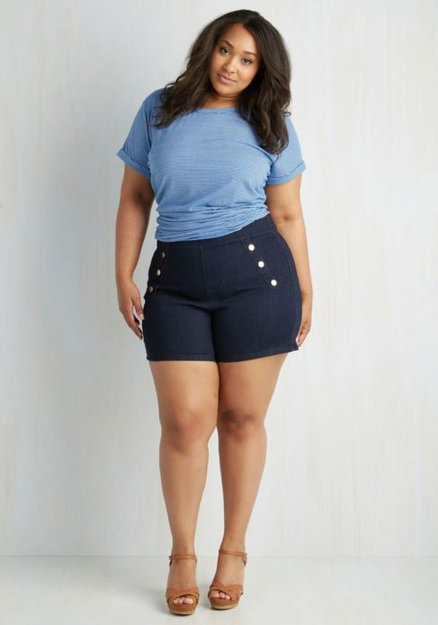 Летние шорты для полной женщины с заклепками