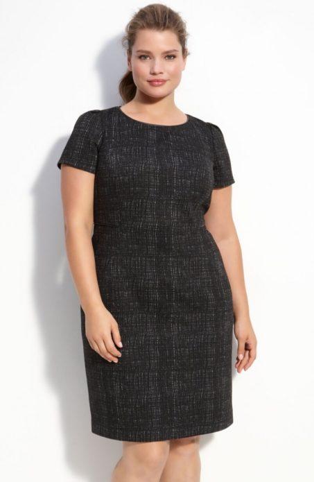 Темное деловое платье для полной женщины