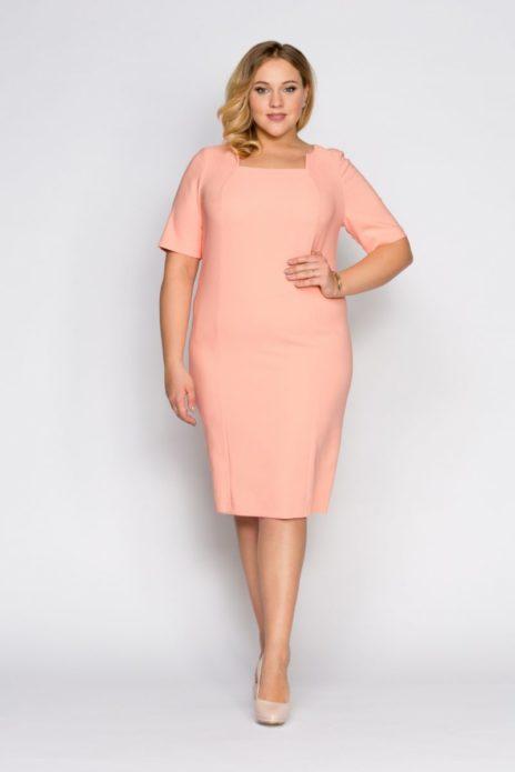 Розовое деловое платье для полной женщины