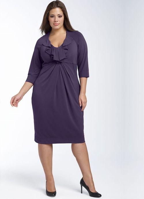 Деловое платье с драпировкой для полной женщины