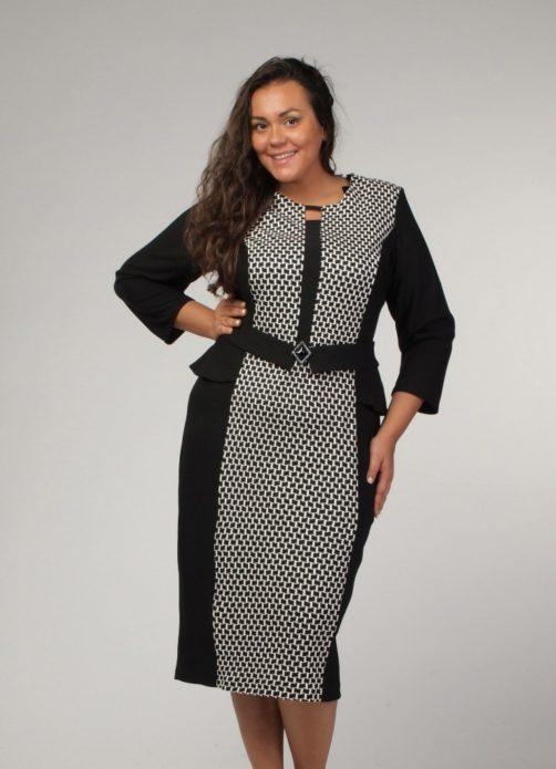 Черно-белое деловое платье для полной женщины