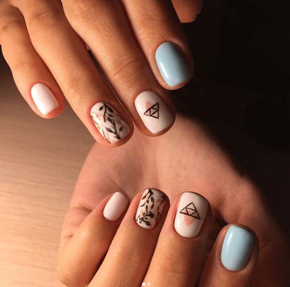 Розово-голубой маникюр с дизайном