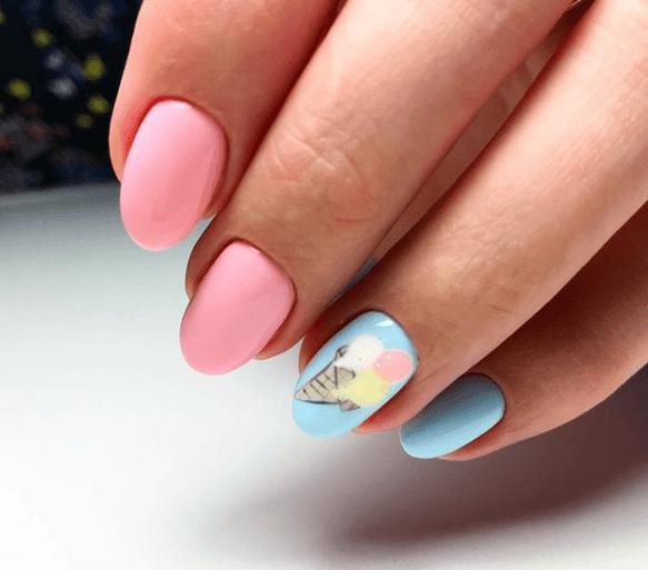 Розово-голубой маникюр с мороженым