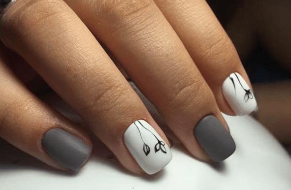 Серо-белый маникюр с тонким черным узором цветы