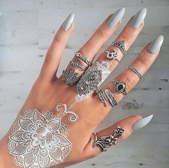 Серый маникюр на длинные ногти