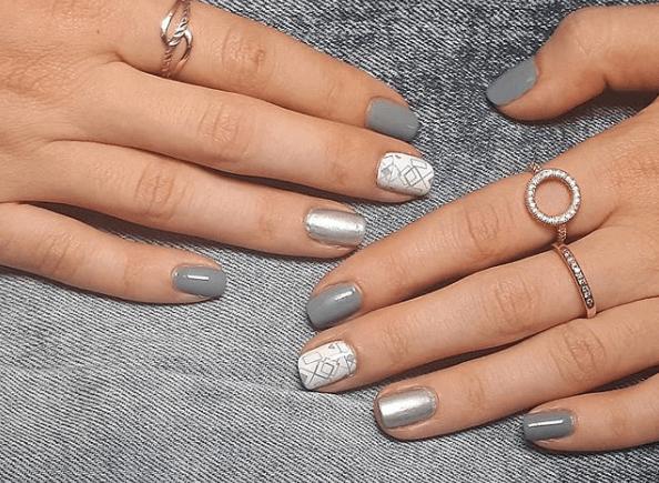 Серый маникюр с белым и серебряным лаком и геометрическим узором