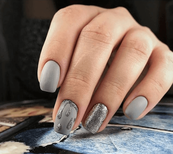 Серый маникюр с блестками и узором капли