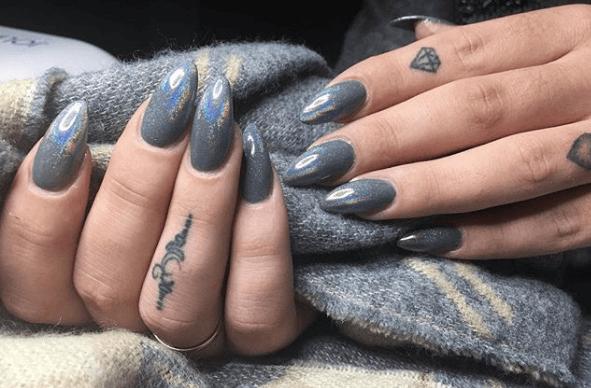 Серый маникюр с перламутром на длинные ногти