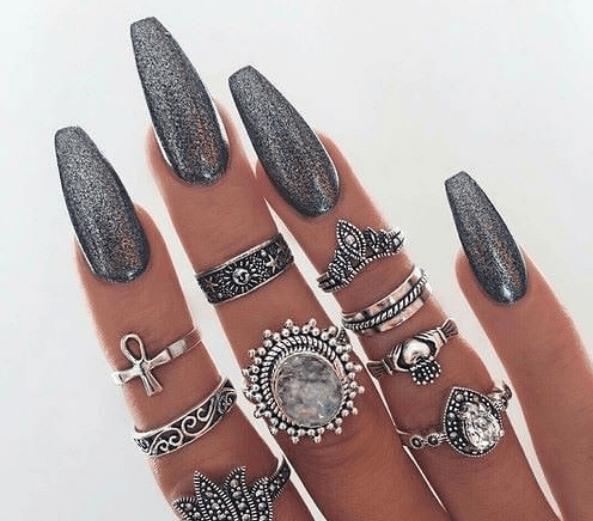 Серый маникюр с серебряными блестками на длинные ногти