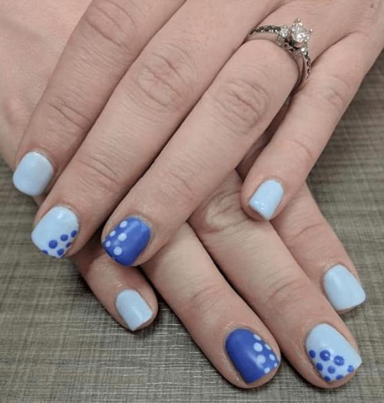 Сине-голубой маникбр с точками
