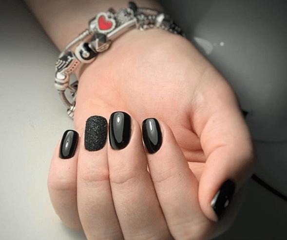 Черный маникюр