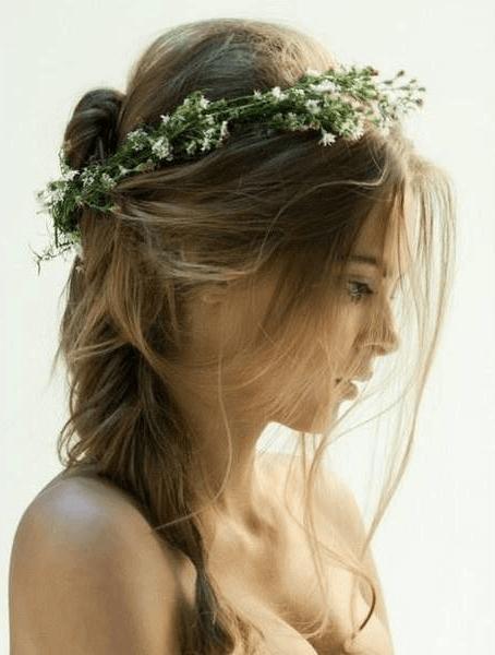 Греческая прическа для светлых длинных волос с венком
