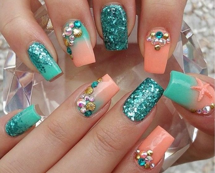 коралловый с бирюзовым цветом