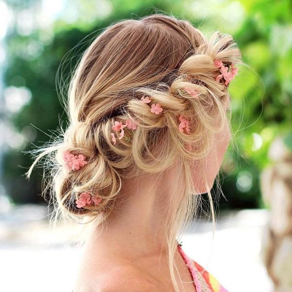 Летняя греческая прическа для волос средней длины