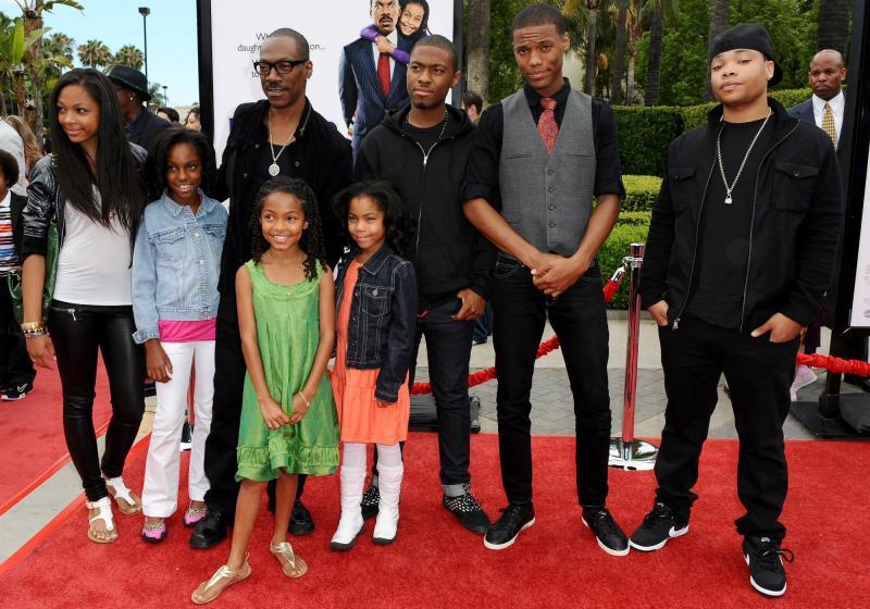 Популярные актеры, которые бросили своих детей