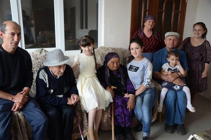 Нану Шаова с семьей