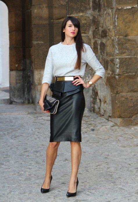 Образ с белой блузой, черной юбкой-карандашом с баской, туфлями и клатчем