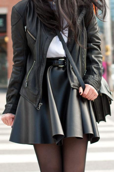 Что носить с черной кожаной юбкой
