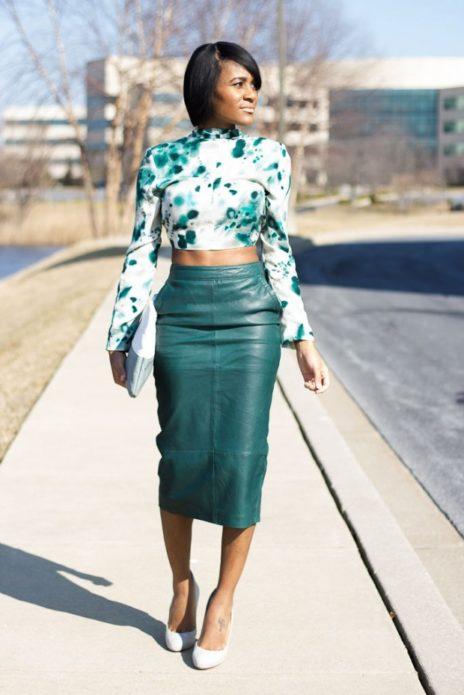 С чем носить зеленую кожаную юбку миди