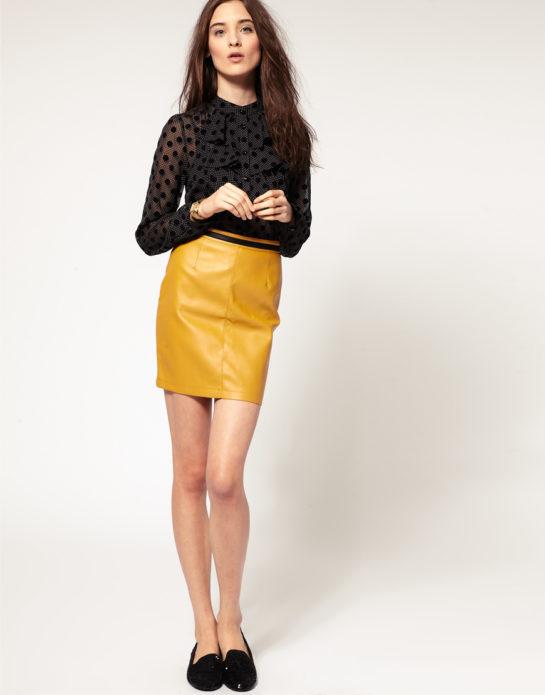 С чем носить желтую кожаную юбку мини