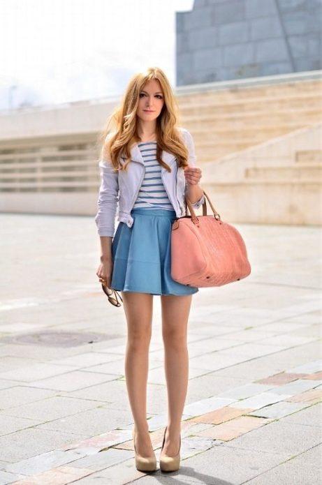 С чем носить голубую кожаную юбку