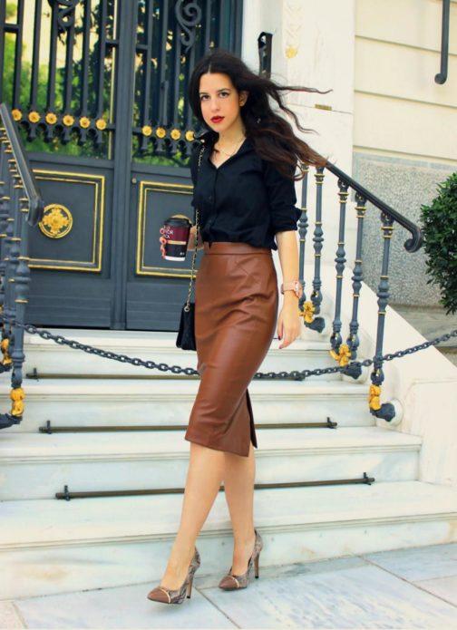 С чем носить коричневую кожаную юбку карандаш