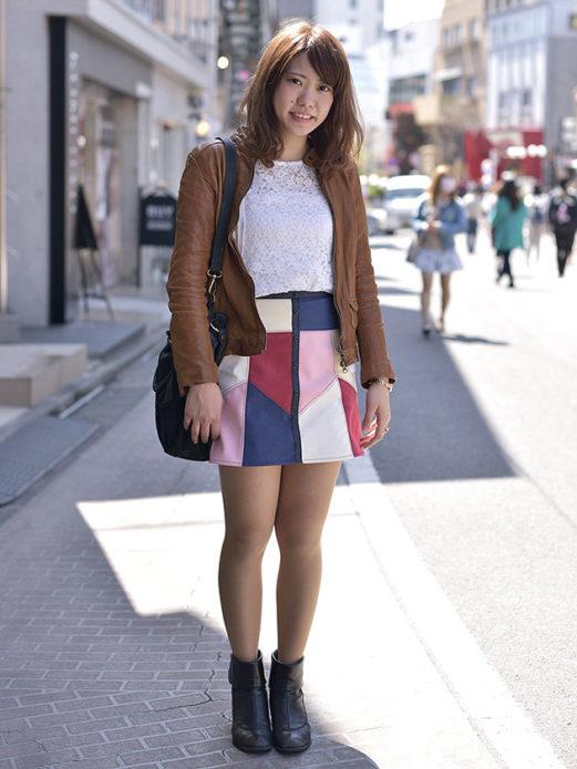 С чем носить кожаную юбку с разноцветными вставками