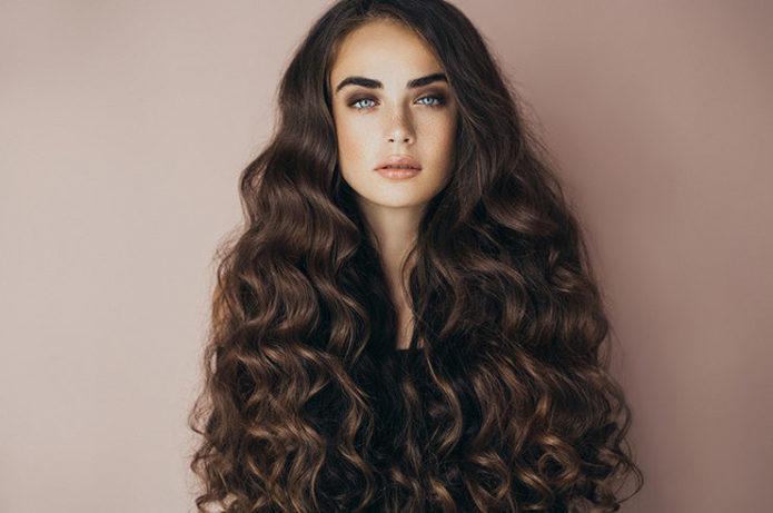 Распущенные длинные волосы