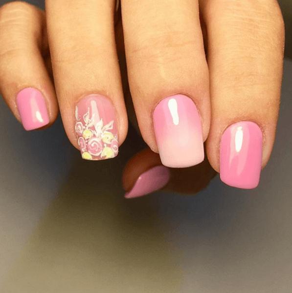 Розовый маникюр со втиркой
